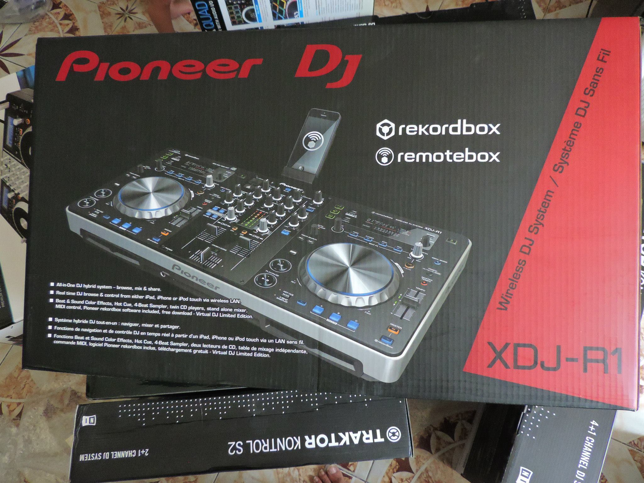 For sale Pioneer XDJ-RX2 All-in-one DJ system for rekordbox
