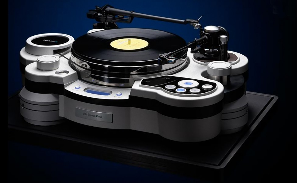 Air-Force-One-Turntable-1_e-975x600.jpg