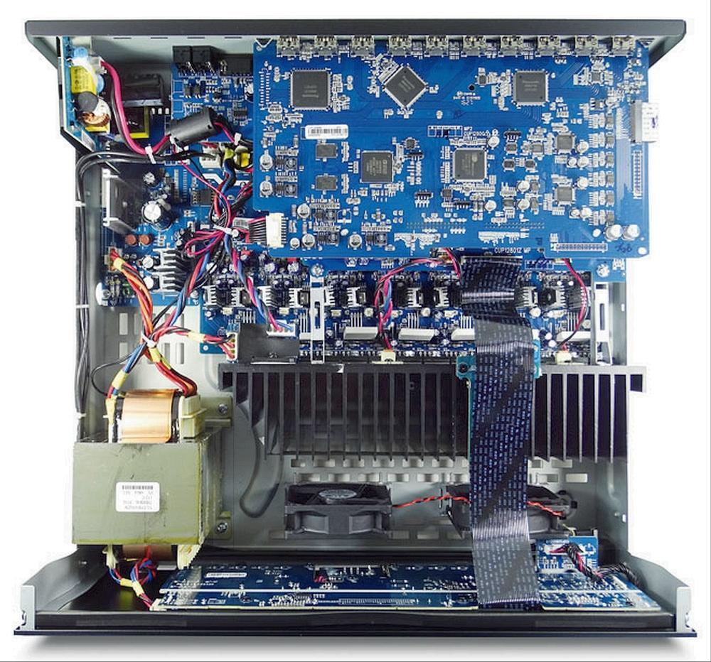 Arcam-AVR390-innen.jpg