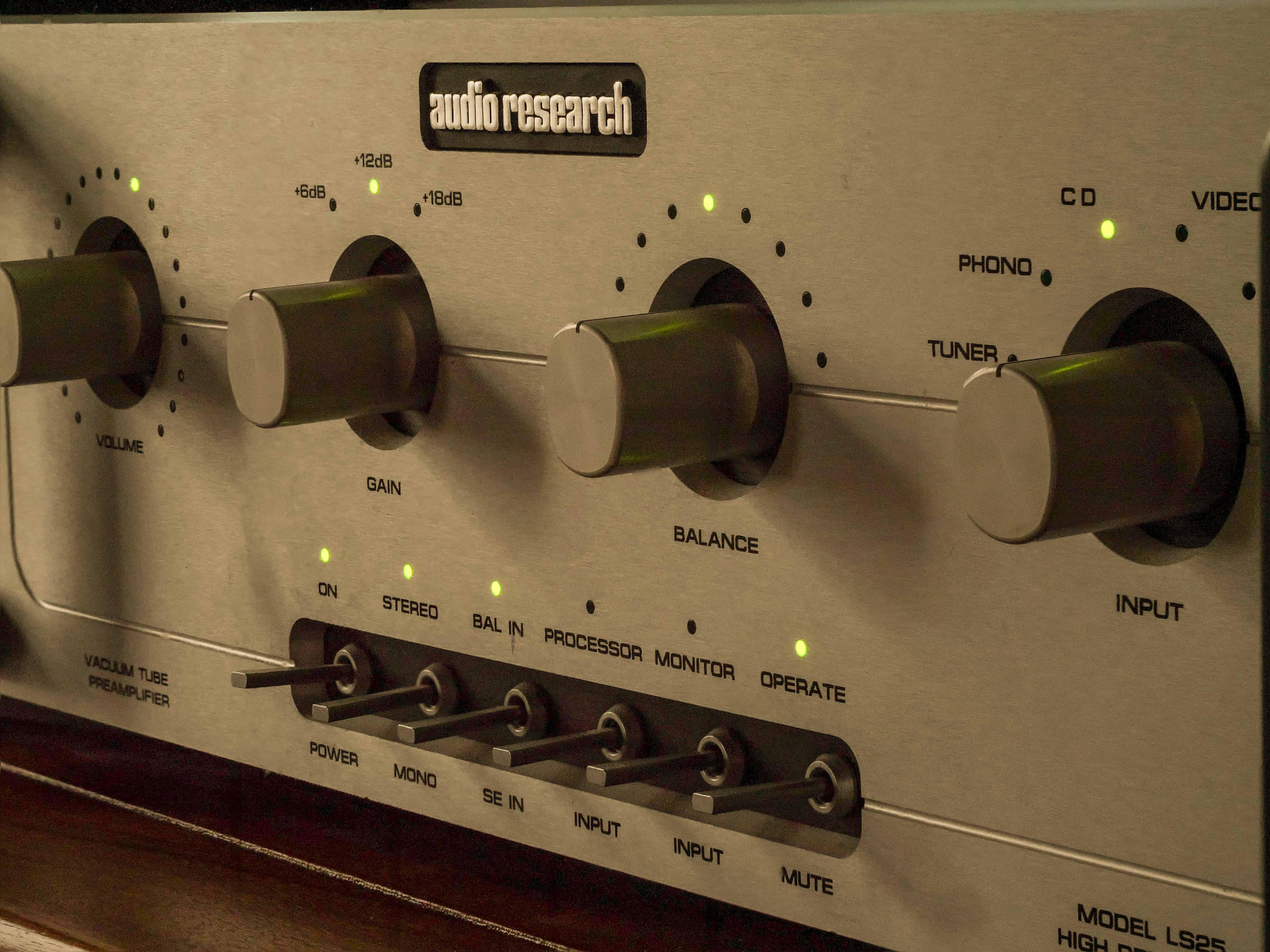 Audio Research Corp LS25 Mk II pre-amp-2.jpg