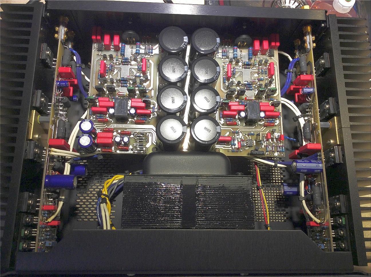 Audio-Research-D200-poweramp-inside.jpg
