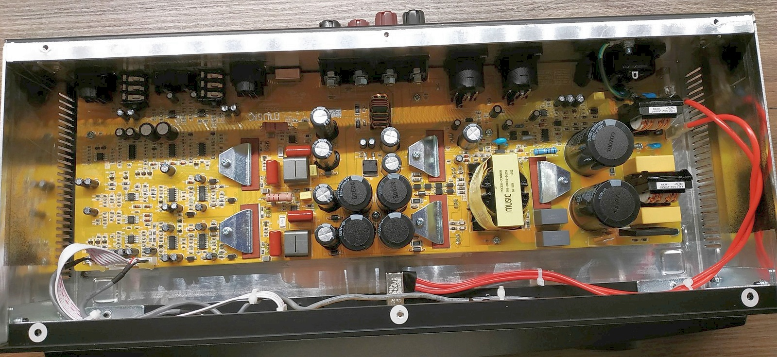 Behringer-A800-inside.jpg