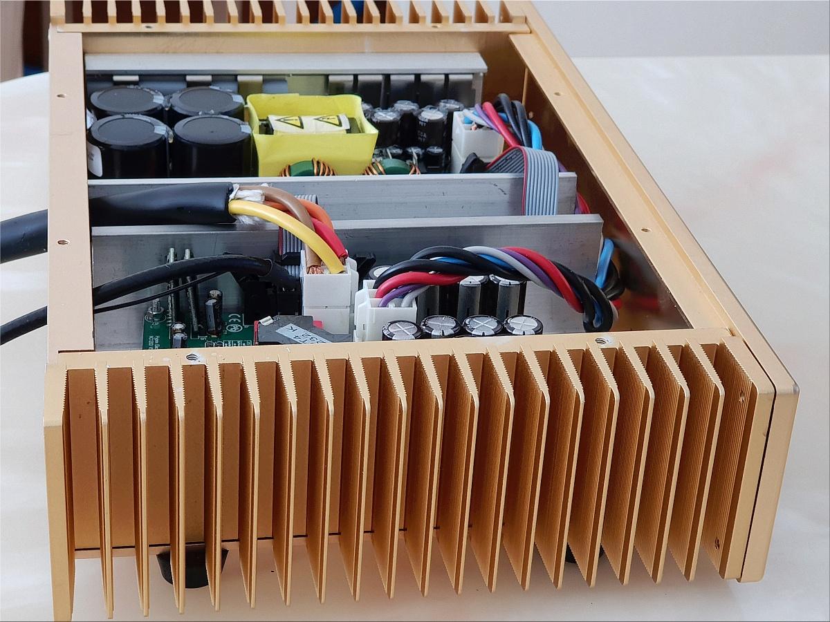 DIY-Hypex-NC1200-nobsound-krell-enclosure-inside-side.jpg