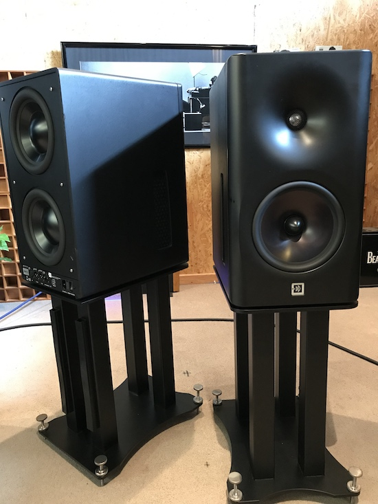 DutchDutch8c-custom-stands.jpg