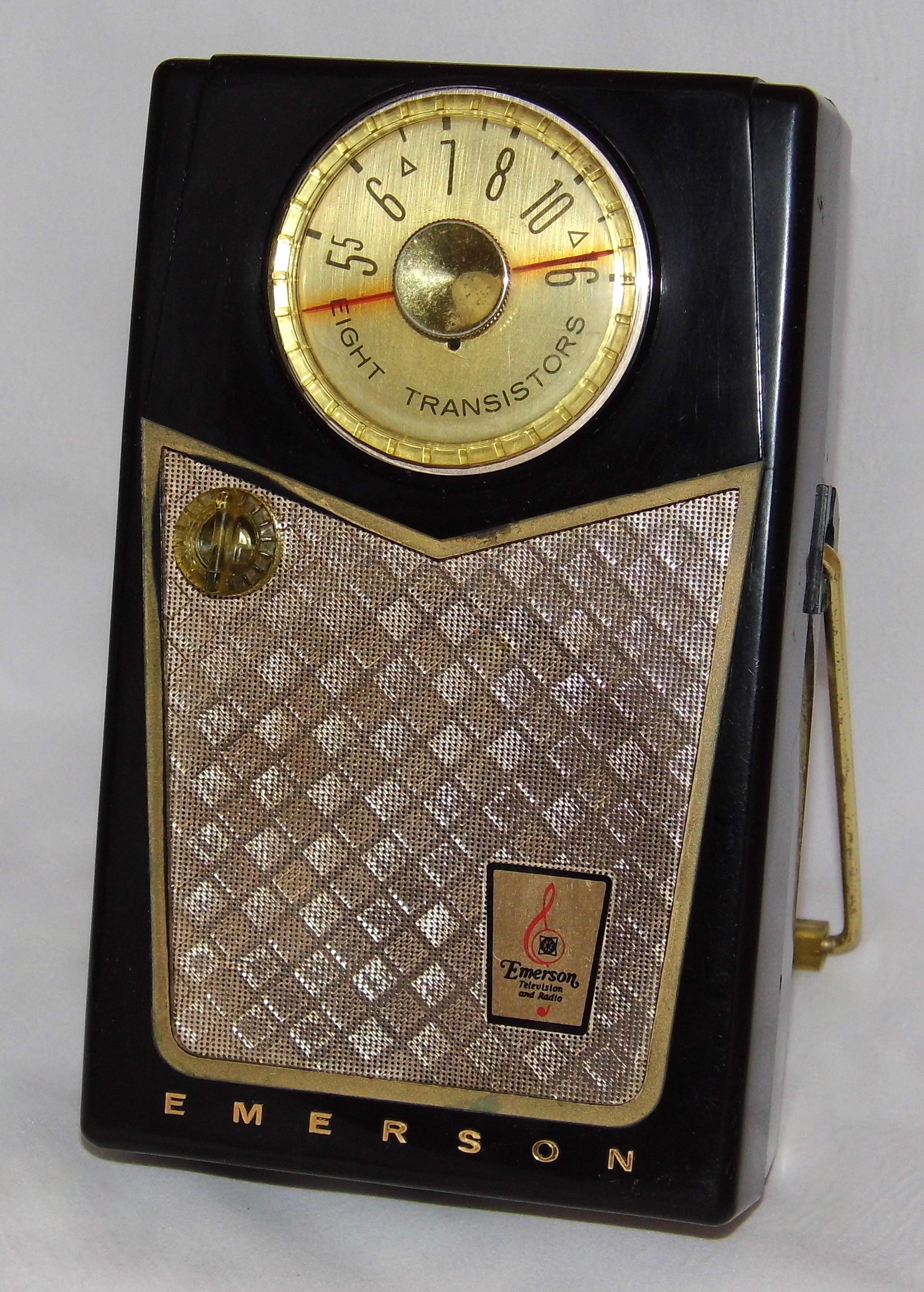 Emerson_Model_888_Pioneer_8-Transistor_AM_Radio,_Made_in_the_USA,_Circa_1958_(21973868670).jpg