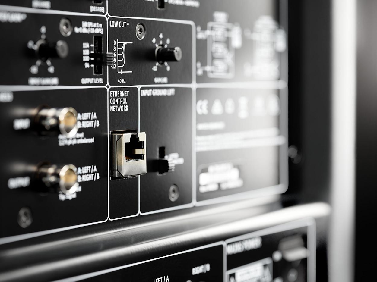 KH-750-DSP-Macro2_Neumann-Studio-Subwoofer.jpg