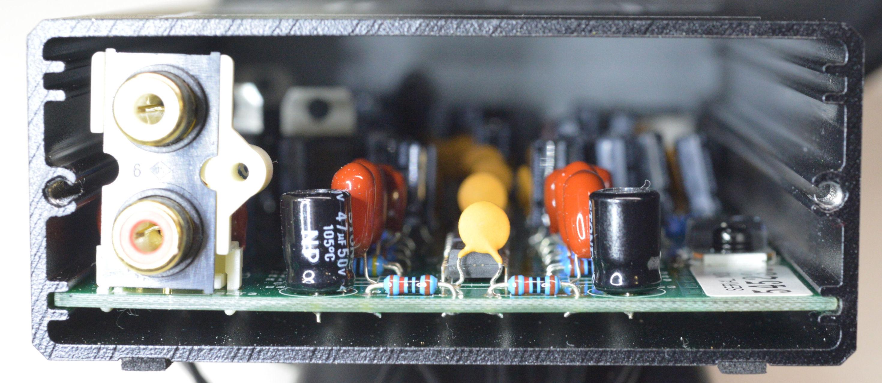 Musical Fidelity V-DAC Left open.jpg