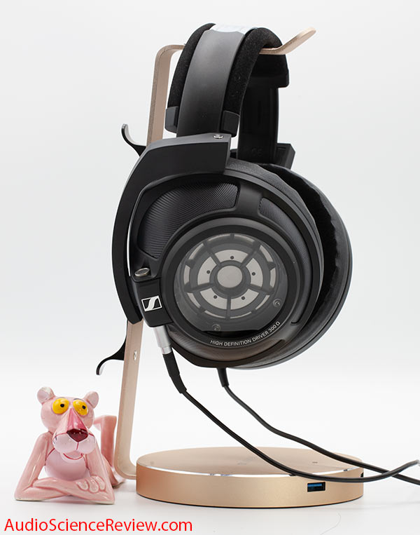 Sennheiser HD 820 review closed back headphone.jpg