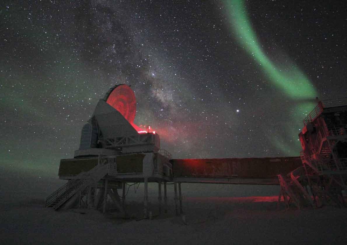 South_pole_telescope_during_polar_night.jpg