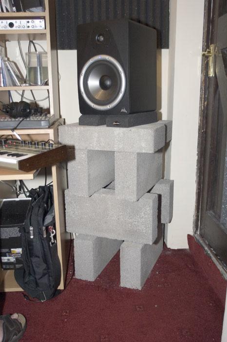 speakerstandafter-8qlvmcqfGuJ3VY49dC6OVnjFh1eq9i14 (1).jpg