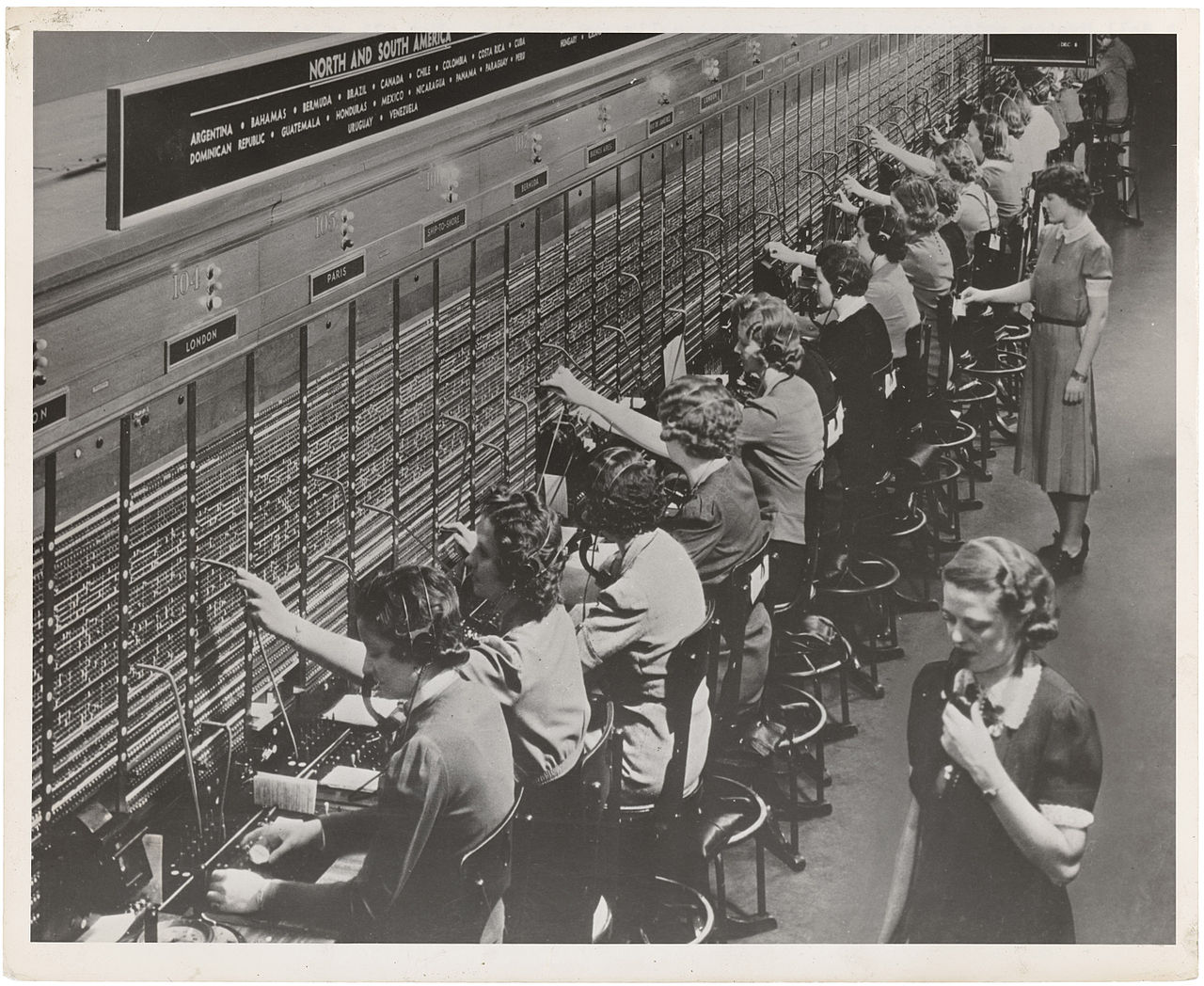 Women_Working_at_a_Bell_System.jpg